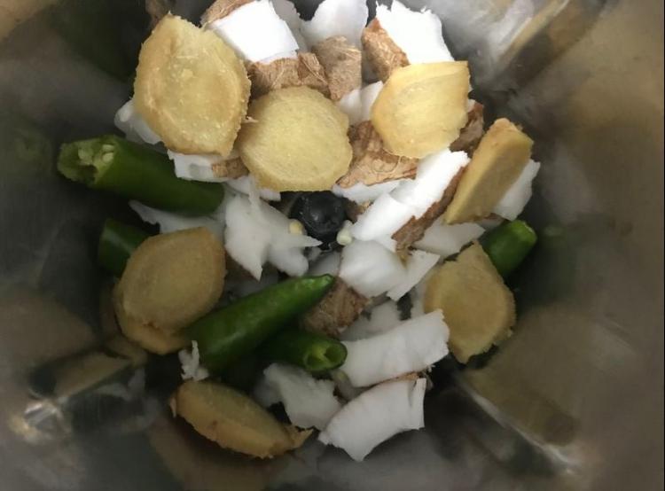 kokosnuss-chutney mixer zuerst